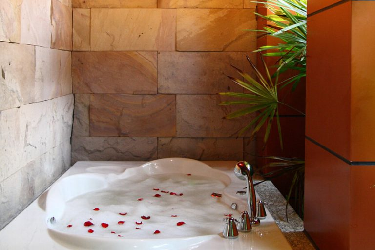 Jacuzzi Deluxe Suite img1